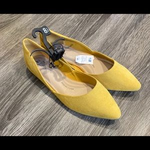 NWT Mustard Yellow Pointed Toe Flats Sz 8.5